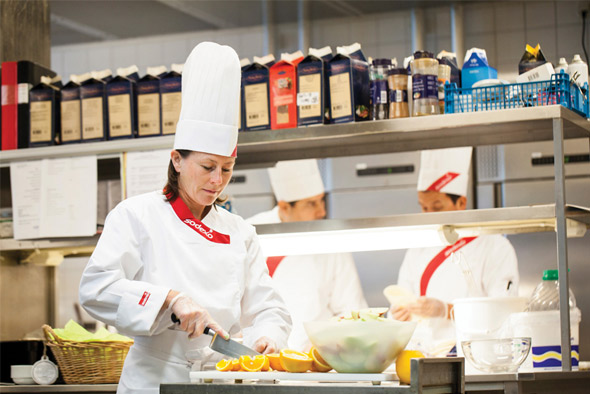 HCR ManorCare skilled nursing centers have teamed up with Sodexo to provide patients with healthy , nutritious meals made from scratch in the center's kitchen.