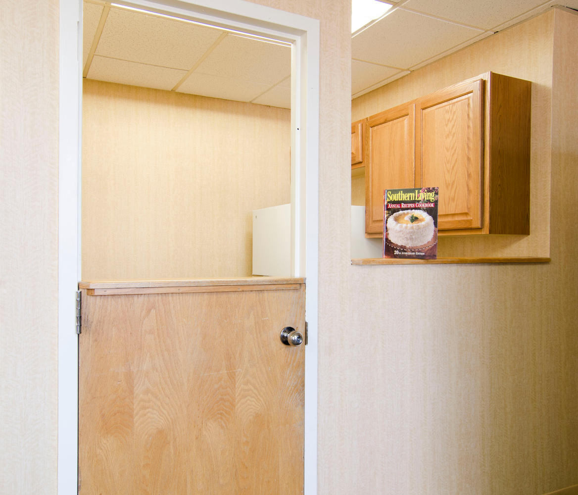 Manorcare Health Services Large 012 Post Acute Lounge Kitchen 1168X1000 72Dpi