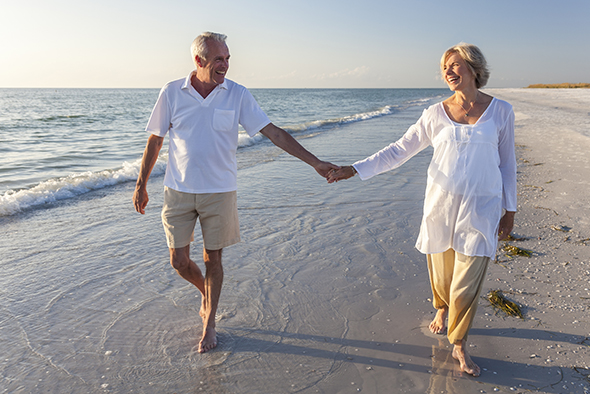senior-couple-beachjpg