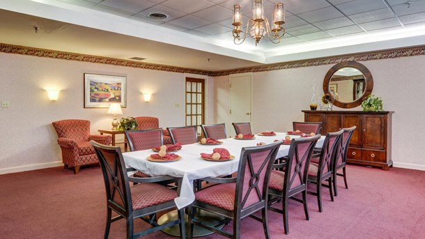 Manorcare assisted living of summer trace senior living for Senior living dining room